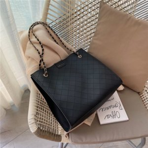Chain solid color wild large capacity shoulder bag 2020 Korean version fashion new ins retro handbag wholesale