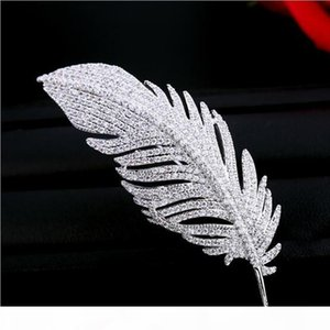 Top Brand Luxury Diamond Crystal Feather Shape Brooches Women Dress Scarf Pins Brooch Exquisite Fashion Accessories Leaf Brooch Pin