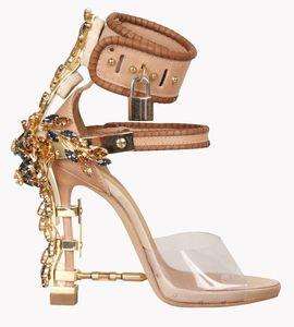 Verano de lujo Strange Heel Crystal Designer Shoes Mujer PVC Sandalias de tacón alto 2019 Candado Correa de tobillo Sandalias de diamantes de imitación