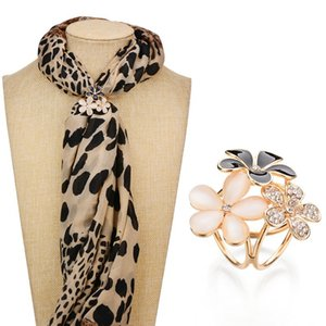 Real Shooting Rhinestone Brooch Women Triciclico Scarf Clip Gold Color Fashion Tre fiori Spilla Pins b55