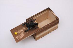 Lustige Scare Box aus Holz Prank Spinne versteckt in Kasten Große Qualität Prank-Holz Scarebox interessantes Spiel Trick-Witz-Spielzeug-Geschenk