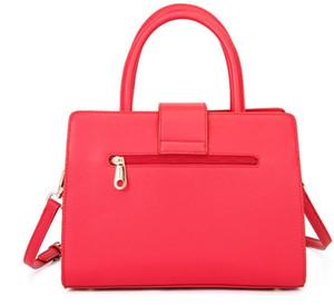 2020 nouveau luxe femmes / hommes Sacs à main célèbres designers sac sac poitrine Waistbag dame fourre-tout classique de haute qualité étiquette de sac bandoulière 02