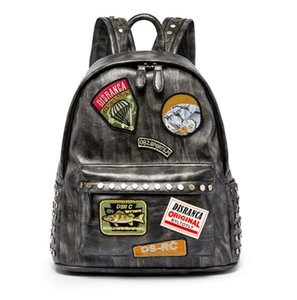 New Designer Backpack Men Rivet Applique Simples e bonito escola Mochilas PH-CFY20051119