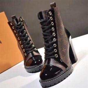 Star Trail Botines de punta redonda Botas de tacones ásperos Botas de diseñador de mujeres de alta calidad Martin Booties Ladies Boot de cuero con caja Zx20