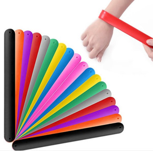 Силиконовые браслеты Snap Snap Гибкие браслеты Wlap Multi цвета Пустые полосы пощечины партия пользу шарм Band Гибкий ПВХ Безопасный браслет WJ113