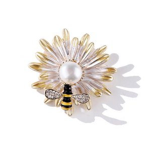 Women Daisy Rhinestone Bee Brooch Cute Bee Pearl Brooch Suit Lapel Pin Gift for Love Girlfriend High Quality
