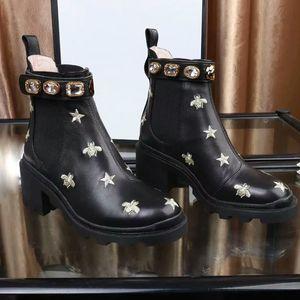 2019 Mulheres da moda Sapatos de Moda Botas Britânicas Dedo Do Pé Redondo Martin Botas Fivela de Alça Chunky Calcanhar Dedos Redondos Strass marca Ankle Boots 35-42