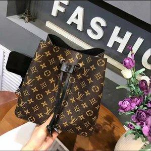 2020 дизайнерские сумки мода высокое качество женщина сумки на ремне заклепки аксессуар цепи косой бар кошелек открытый сумка бесплатная доставка G006