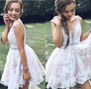 Elegant V Neck Lace A Line Homecoming Dresses Sleeveless Beaded Crystals Knee Length Short Prom Party Gowns Cocktail Dresses