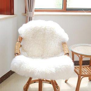 75 * 120 CM Suave pequeño de piel de oveja artificial Cubierta de la silla de la estera Dormitorio Estera de lana artificial Alfombra peluda caliente Asiento Textil Fu Alfombras