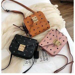 nueva impresión bolsa de sillín de la moda coreana retro cartero pequeña bolsa de mensajero del mensajero del hombro del verano 2019 tiene 3 colores