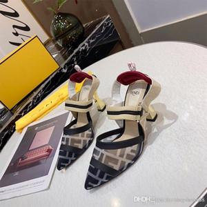 2020 مصمم الأزياء سوبر ستار الصنادل 8CM كعب الرافعة ضخ الظهر القوس رسالة ضمادة شقة أحذية الكعب امرأة الصنادل المدرج أشار تو