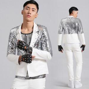 lentejuelas hombres de la chaqueta se adapta a diseños remaches chaqueta para hombre escenifican cantantes ropa de moda de estilo estrella de la danza blanca vestido de punk rock masculino homme