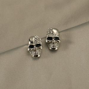 Erkekler Rhinestone Skull Küpe Küpe Kadınlar Kişilik Gümüş Kafatası Küpe Çift Retro 925 İğneler Küpe Toptan Exaggerated