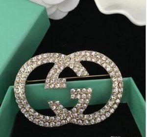 Luxe cristal strass Lettre Brooches célèbre Broche Corsage Femmes Mode Broches Bijoux fantaisie Décoration Hot Qualité