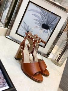 Designer de Mulheres Saltos Coloridos 8.5 cm Sandálias de Alta Qualidade T-cinta de Alta-salto alto Bombas de Couro Senhoras Vestido de Patente Único Sapatos de salto para o sexo feminino