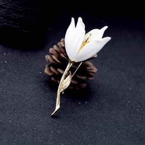 European and American fashion jewelry personality creative resin lily flower temperament simple ladies brooch accessories