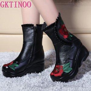 GKTINOO Вышитые моды зимы женщин из натуральной кожи Сапоги Handmade винтажные скольжению Сапоги Клинья Обувь Женщина
