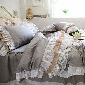 Top Luxury cake layers bedding set ruffle duvet cover lace bed skirt Embroidery European bedroom textile elegant pillowcase sale T200706
