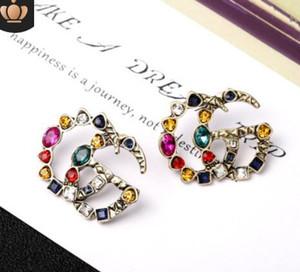 Pendientes de diseñador de moda de alta calidad Pendientes de oreja de lujo chapados en oro Pendientes de acero inoxidable con sello en V para mujeres al por mayor520