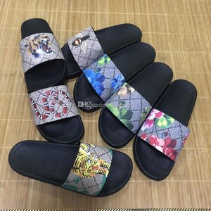 HOT Hommes Femmes Diapo Sandales Designer Luxury Summer Fashion glisser plat large Slippery avec des sandales épais Slipper Tongs