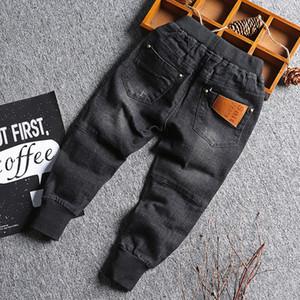 Baby Boy Denim Jeans Pantalones Pantalones Denim Primavera Otoño Black Kids para niños Pantalones Diseñado sólido niño de las polainas 2-8 años Y200409
