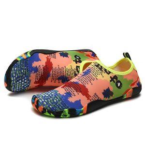 Água de Hot Sale-Men derrapante sapatos respirável na praia sapatos para homens Piscina Sneakers Lightweight Yoga fitness Flats