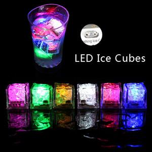 플래시 LED 아이스 큐브 빛 물 활성화 플래시 LED 발광 아이스 큐브 조명 빛나는 유도 웨딩 생일 바 장식 DBC BH3703 음료