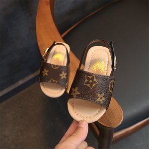 Más nuevos diseñadores de zapatos de verano Niño Niña sandalias de bebé para niños de 4 estilos del niño zapatillas zapatos de diseño de fondo Niños Zapatos Niños