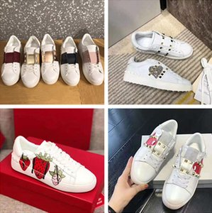 Le nuove donne di modo di arrivo del progettista mens bianchi in pelle rivetto borchie scarpe da tennis superiori delle scarpe delle donne di lusso casuali della scarpa da tennis con la borsa di polvere scatola EUR35-44