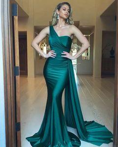 Elegante 2020 Verde Mermaid Evening vestidos longos plissado cetim de um ombro Costume Dress Feito Prom Party