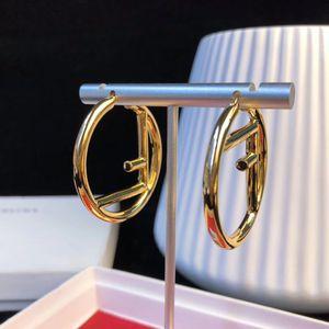 Kadınların hediye takı 18k altın Stud Earring Yeni varış içi boş yuvarlak şekil ücretsiz kargo PS5742 kaplama