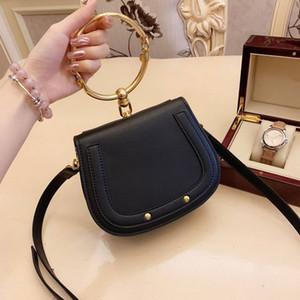 Novas bolsas Senhoras bolsas anel de metal pacote sela de metal Nilo saco de lidar com saco pulseira Feminino único Ombro Mensageiro Bolsas Pequenas Bandoleira