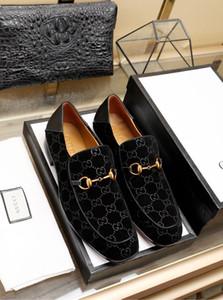 18ss 디자이너 술 장식 패턴 정품 가죽 신발 슬립 온 캐주얼 로퍼 남성 비즈니스 신발 공식적인 드레스 신발 Dropshipping