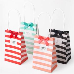 Piccole caramelle di colore a righe bianco Kraft Paper Bag Candy Cookie regalo pacchetto del sacchetto con manici nastro dell'arco di compleanno Regali Borse