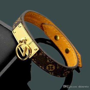 Мода марка Названный Браслеты Lady Print Flower V Письмо Дизайн Кожаный браслет с 18k позолоченный выдалбливают Письмо Подвеска
