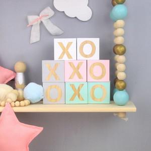 Al por mayor 2 PC / sistema 5 * 5 * 5 cm de letras de madera XO Bloque de construcción decoración del ornamento para Niños habitación apoyos de la fotografía