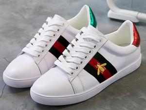 VENTE CHAUDE! Les concepteurs Sneakers nouvelles petites chaussures blanches 2019 printemps et en été nouvelle dame petite abeille chaussures casual chaussures hommes