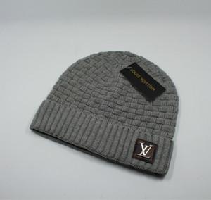 مجانية SHIPING الجديدة الجملة خالية من الشحن الجديدة الإناث قبعة لطيف الشتاء قبعة الخرز كرة اليد هوك الحارة السيدات الاكريليك قبعة ذات نوعية جيدة