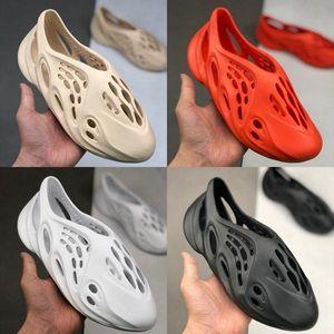 Summer Foam Runner Water Shoes Beach Slide Slippers Sandals Hole Breathable Designer for Women Men Kanye West Casual Slip On Sneakers