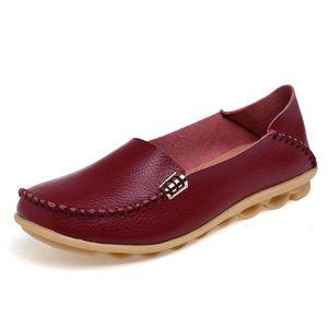 kutu KUIDFAR 2018 Moda Gerçek Deri Kadınlar Flats Ayakkabı Kadın Casual Düz Kadınlar loafer'lar 16 renk Moccasin Kadın ile