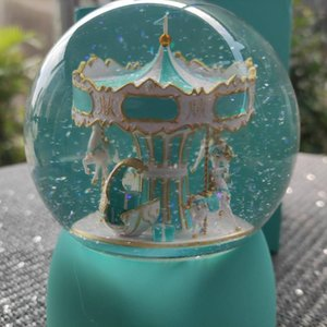 new Fashion gift box Classic gift crystal music carousel globe merry-go-round decoration brand transparcy snow globe xmas gift