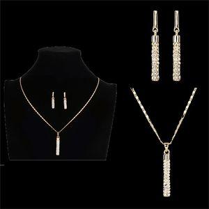 Kadınlar Kız Lady için Kristal Rhinestone Takı Seti Gümüş Altın Düğün Silindirik kolye SWA Elemanları Damla Küpe kolye Mücevher Seti