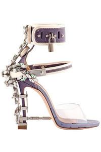 Sandalia Feminina Luxus Metall-Absatz-Kristall-Designer-Schuh Womans PVC Gladiator Sandalen Padlock Bejeweled Knöchelriemen Strass Sandal1