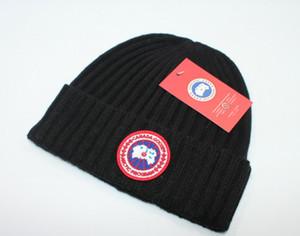 Bonnet d'hiver avec des lettres des femmes des hommes de crâne Casquettes Mode Chapeau chaud Vente Chapeau d'hiver