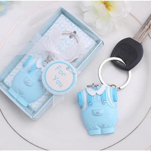 10pcs 베이비 샤워는 생일 파티 기념품을위한 파란 옷 디자인 열쇠 고리 아기 세례 선물을 호의를 보인다