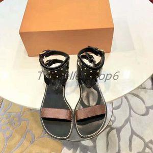 Pelle di vitello Suola signora delle donne Nomad Studded cinturino alla caviglia con cinghietti piatto fannullone del sandalo calza il formato 35-41