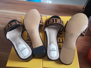Sandali da donna stravaganti all'inizio della primavera Tutto in pelle importata Semplice casual da donna glamour Tacchi alti