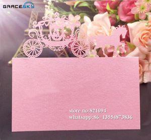 50Pcs laser taglio del documento Seduta Nome tabella Carte Invito festa di nozze principe principessa in carrozza per la casa e giardino del partito