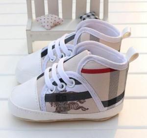 2019 NUEVOS zapatos a cuadros para bebés y niños Zapatos de suela de lona suave Calzado sólido para recién nacidos Mocasines para cunas para niños pequeños 3 colores disponibles